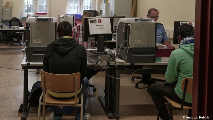 Merkel würdigt Bundeswehr-Einsatz für Flüchtlinge