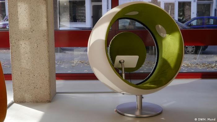 Futuristic chair, Copyright: Heike Mund /DW (2015)