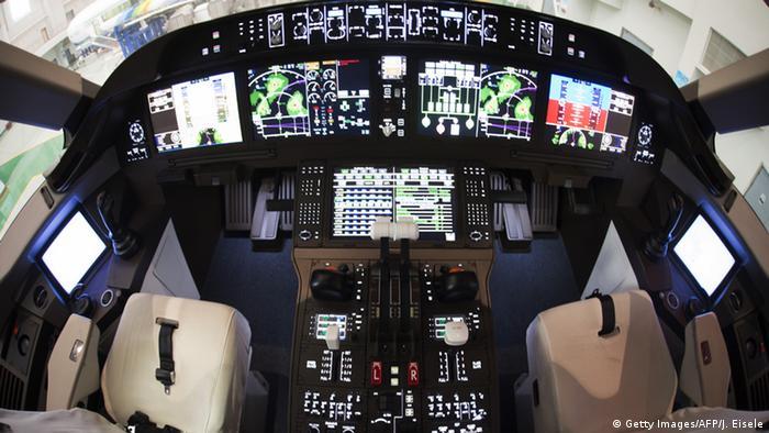 China erstes Flugzeug aus eigene Produktion C919 Cockpit (Getty Images/AFP/J. Eisele)
