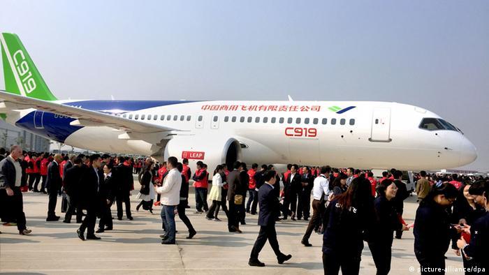 China erstes Flugzeug aus eigene Produktion C919 offizielle Vorführung