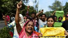 01.11.2015 **** Bildunterschrift:A woman shouts slogans as she takes part in a protest in Dhaka on November 1, 2015 against the attacks on secular writers and publishers. Protesters rallied in Bangladesh on November 1 over the latest attacks against secular writers and publishers, accusing the government of failing to halt rising deadly violence blamed on hardline Islamists. AFP PHOTO/ Munir uz ZAMAN (Photo credit should read MUNIR UZ ZAMAN/AFP/Getty Images) Copyright: Getty Images/AFP/M. Uz Zaman