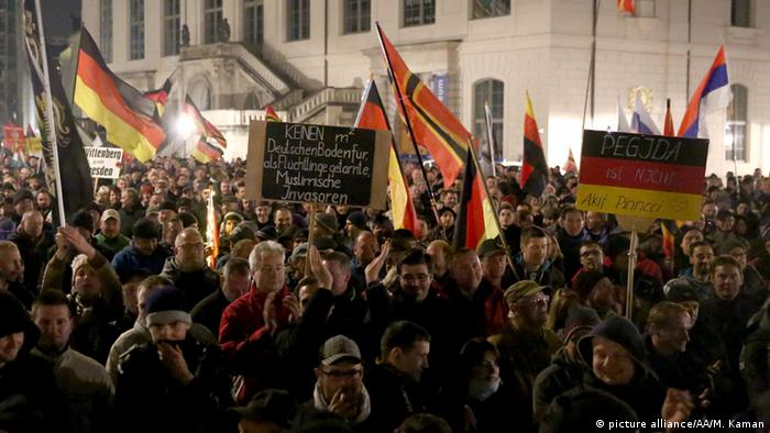 A group of people, led by far right movement PEGIDA (Patriotic Europeans Against the Islamisation of the Occident) gather on a demonstration against Islam and immigrants at Neumarkt Square in Dresden, Germany on October 02, 2015 (Photo:Picture alliance/AA/M. Kaman)