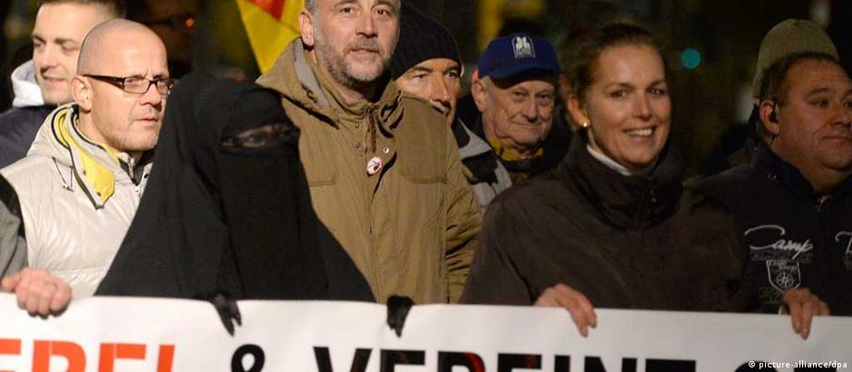 Lutz Bachmann (centro), líder do Pegida