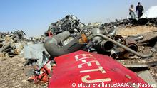 31.10.2015 **** SUEZ, EGYPT - NOVEMBER 01: Egyptian officials inspect the crash site of Russian Airliner in Suez, Egypt on November 01, 2015. A Russian Airbus-321 airliner with 224 people aboard crashed in Egypt's Sinai Peninsula on yesterday. According to Egypt's Civil Aviation Authority, the plane had been lost contact with air-traffic controllers shortly after taking off from the Egyptian Red Sea resort city of Sharm el-Sheikh en route to St Petersburg. Alaa El Kassas / Anadolu Agency Copyright:picture-alliance/AA/A. El Kassas