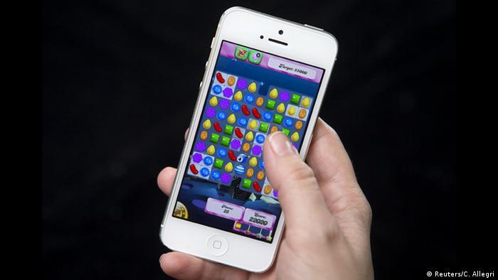 Candy Crush Handy Spiel als Symbolbild zur Fusion Activision Blizzard und King Digital Entertainment