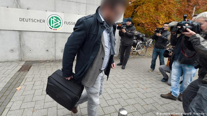Man leaves DFB offices