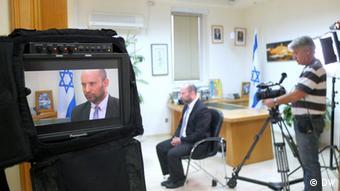 Ο Ναφτάλι Μπένετ σε συνέντευξη στην εκπομπή Conflict Zone της τηλεόρασης της DW