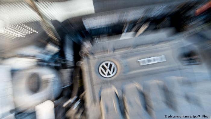Symbolbild VW: Abgasanlage (Foto: picture-alliance/dpa/P. Pleul)