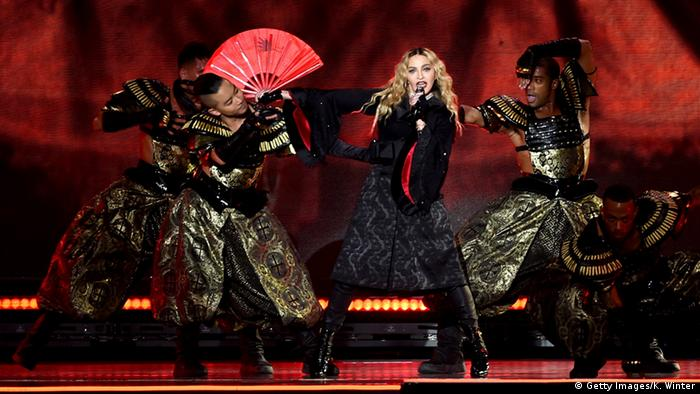 Madonna bei einem Rebel Heart-Tournee Konzert in Kalifornien