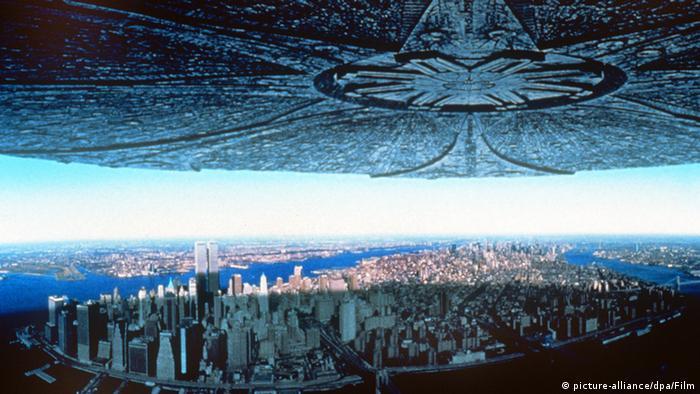هوليود ـ صورة من فيلم الخيال العلمي اندبيندنس داي (يوم الاستقلال) لمخرجه الألماني رولاند إميريخ (1996)