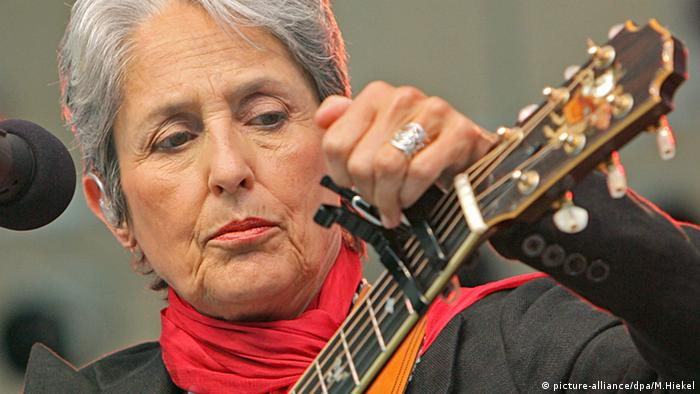 Joan Baez Anti Trump Song Goes Viral Music Dw 06 04 2017
