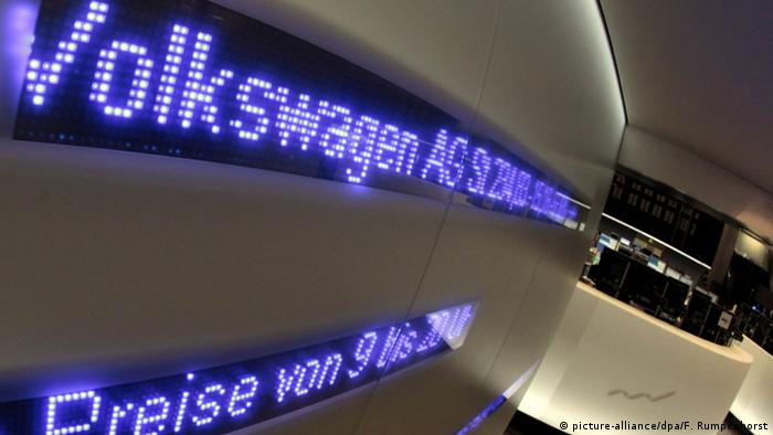 VW shares (picture-alliance/dpa/F. Rumpenhorst)