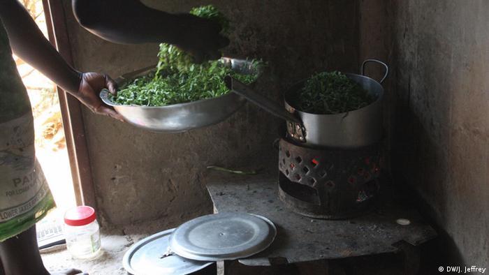 Sambia Energiekrise - Kohleofen Essenszubereitung