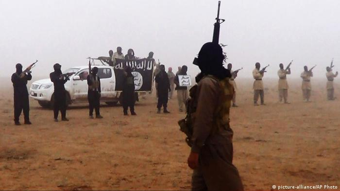 IS fighters in Iraq (picture-alliance/AP Photo)