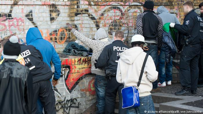 Police checking individuals for drug offenses in Berlin's Görlitzer Park
