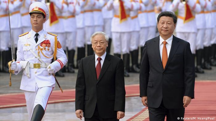 China Xi Jinping in Vietnam