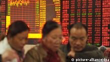 Chinese investors look at prices of shares in front of a screen displaying stock indices and prices of shares (red for price rising and green for price falling) at a stock brokerage house in Fuyang city, east China's Anhui province, 6 November 2015. China's stocks rallied further on Friday (6 November 2015) after the benchmark index entered a bull market. Gains were led by brokerages, technology and consumer companies. The Shanghai Composite Index rose for a third day, adding 1.91 percent to 3590.03 at the close. Turnover continued to surge after the stocks gauge completed a 20 percent rebound from the August low on Thursday, with trading volumes 40 percent percent higher than the 30-day average. Citic Securities Co. added to a 24 percent rally this week. The Hang Seng China Enterprises Index slid 0.2 percent as investors awaited a crucial U.S. payrolls report. The Shanghai gauge has climbed 5.9 percent this week, while the H-shares gauge advanced 1.9 percent. Most of the gains came on Wednesday after the nation's central bank unintentionally sparked a surge in stocks by publishing five-month-old comments from governor Zhou Xiaochuan that said a link between exchanges in Shenzhen and Hong Kong would start in 2015. Monetary easing has also supported stocks as well as signs that unprecedented state measures such as preventing major shareholders from selling shares and curbing short selling have stemmed the $5 trillion market rout. Copyright: picture-alliance/dpa