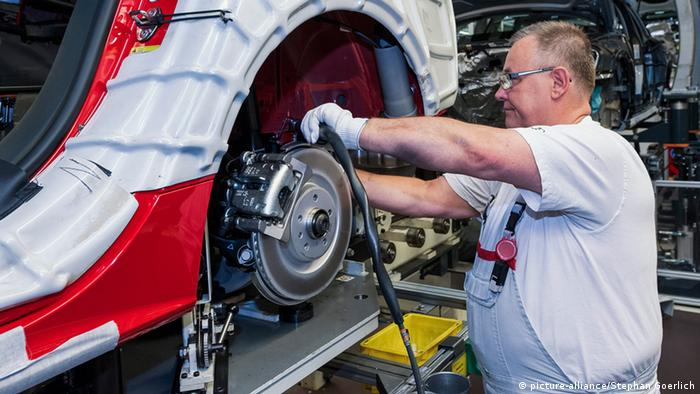 Рабочий на заводе Audi