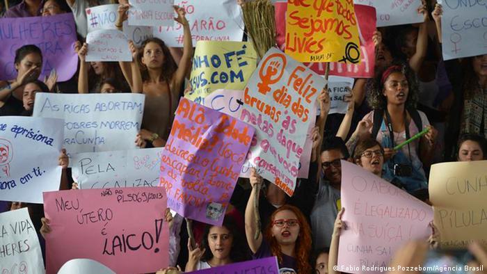 Protesto de mulheres em Brasília contra o presidente da Câmara, Eduardo Cunha