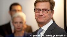 ARCHIV - Der ehemalige Außenminister Guido Westerwelle (FDP) kommt am 10.09.2015 in Berlin (Berlin) zur Westerwelle Foundation. Foto: Klaus-Dietmar Gabbert/dpa (zu dpa Westerwelle berichtet in einem Buch über sein Leben mit Blutkrebs vom 06.11.2015) +++(c) dpa - Bildfunk+++ picture-alliance/dpa/K.D.Gabbert