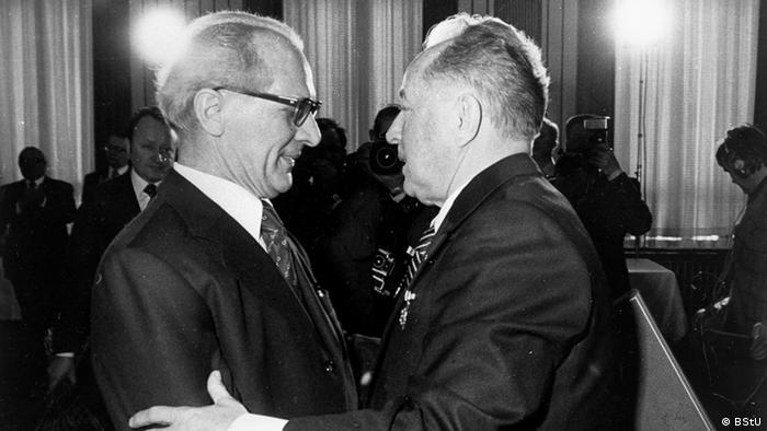 Szef Stasi Erich Mielke (z prawej) z Erichem Honeckerem