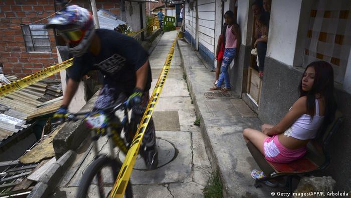 El campeonato mundial de descenso urbano de motocross 2015 se celebró en La Comuna 13 de Medellín.