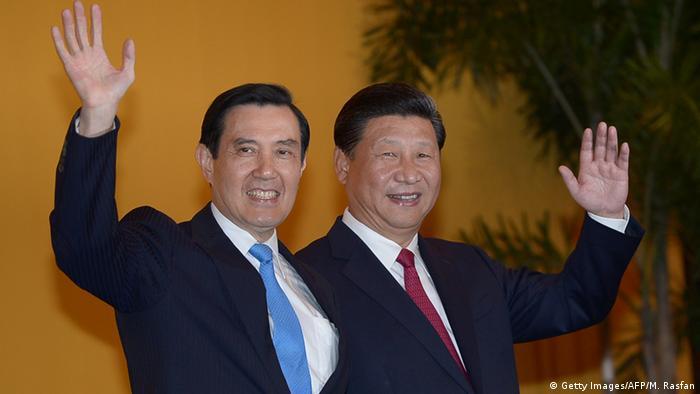 Die Präsidenten von Taiwan und China lächeln in die Kameras (Foto: AFP)