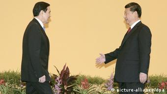Taiwan China Treffen Ma Ying-jeou und Xi Jinping in Singapur (picture-alliance/dpa)