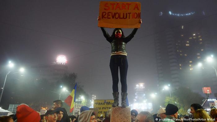 Proteste la Bucuresti - 6 noiembrie 2015(picture-alliance/NurPhoto/Artur Widak)