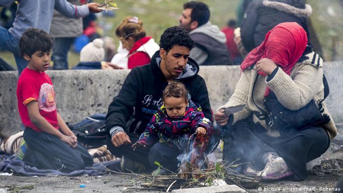 Österreich Spielfeld Grenze Flüchtlingsfamilie
