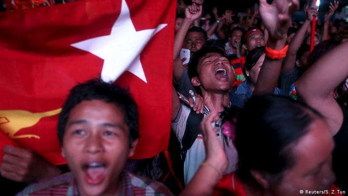 Anhänger von Aung San Suu Kyi Jubel