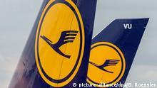 7.11.2015 Die Heckflossen von zwei Lufthansa-Jets am 07.11.2015 auf dem Flughafen in Frankfurt am Main (Hessen). Infolge des Streiks der Flugbegleitergewerkschaft Ufo sind tausende Reisende in Frankfurt am Main gestrandet. Copyright: picture-alliance/dpa/B. Roessler