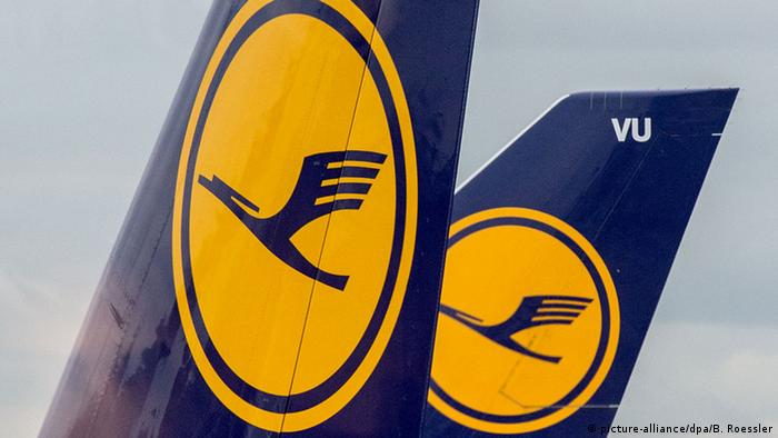 Lufthansa logo on tail of plane, Copyright: picture-alliance/dpa/B. Roessler