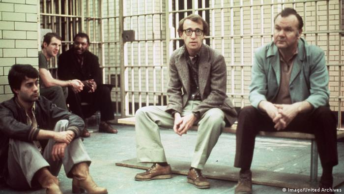 Scene from Woody Allen's Annie Hall with Woody Allen in the middle of the picture (Imago).