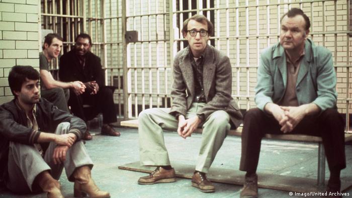 Filmstill Der Stadtneurotiker von und mit Woody Allen (Mitte) (Imago).