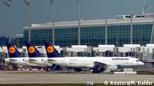 09.11.2015+++ Lufthansa planes stand on the tarmac during a strike at Munich's international airport, Germany, November 9, 2015. German airline Lufthansa cancelled hundreds of flights after cabin crew union UFO announced a walkout on flights from Frankfurt , Duesseldorf and Munich. REUTERS/Michael Dalder +++ Copyright: Reuters/M. Dalder
