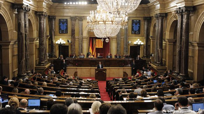Spanien Parlament Katalonien (Getty Images/AFP/J. Lago)