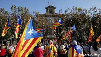Сторонники отделения Каталонии от Испании после принятия резолюции о независимости