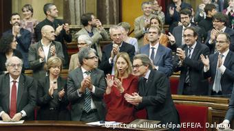 Spanien das Regionalparlament von Katalonien beschließt Abspaltung