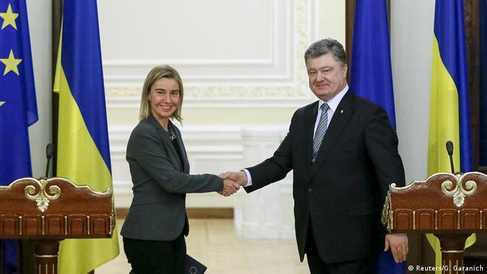 Федеріка Могеріні (л) з Петром Порошенком (архівне фото)