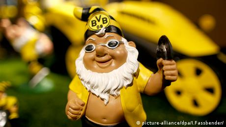 Garden gnome in the colors of BVB Borussia Dortmund (picture-alliance/dpa/I.Fassbender/)
