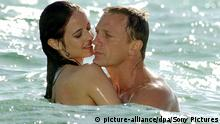 Daniel Craig Eva Green Casino Royal (picture-alliance/dpa/Sony Pictures)