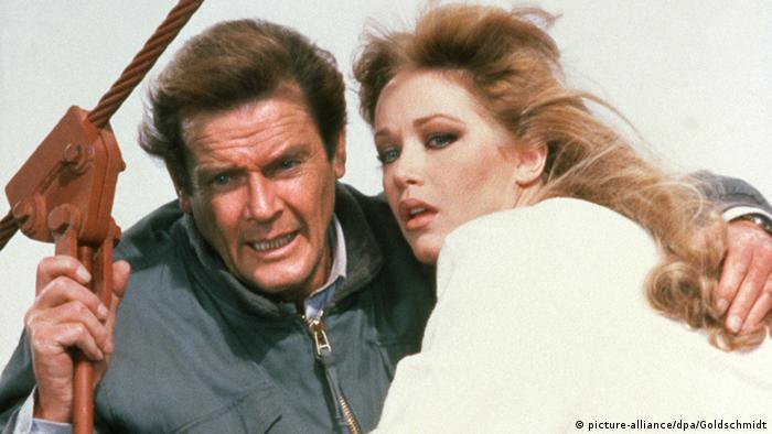 La actriz estadounidense Tanya Roberts, que protagonizó junto a Roger Moore la cinta sobre James Bond A View to a Kill (1985), murió hoy a los 65 años en Los Ángeles (EE.UU.). Por ahora no se ha dado a conocer la causa de la muerte de Roberts, aunque en principio se ha descartado que se deba al coronavirus. (4.01.2021).