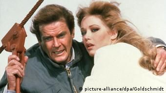 Roger Moore Tanya Roberts Im Angesicht des Todes (picture-alliance/dpa/Goldschmidt)