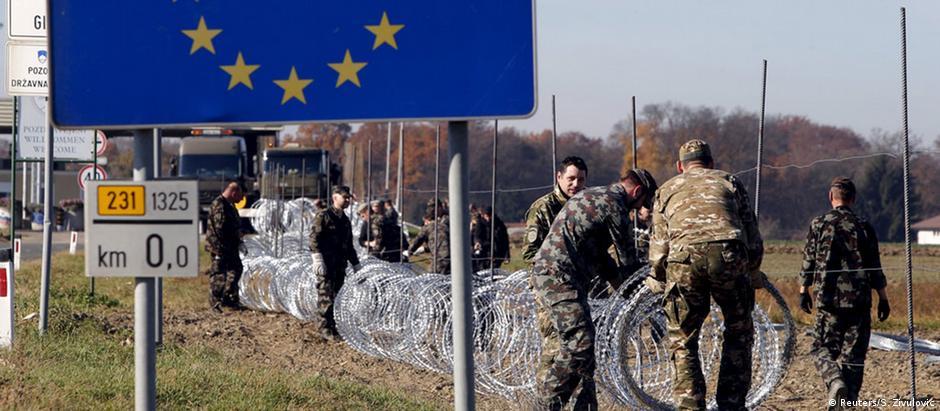 Cerca construída pela Eslovênia na fronteira com a Croácia