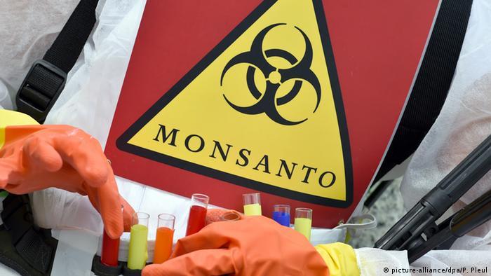 Ativista protesta contra a Monsanto na Alemanha, em 2014