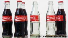 29.12.2011 *** Getränkeflaschen der Marke Coca-Cola, aufgenommen am 29.12.2011 in München. Foto: Tobias Hase dpa +++(c) dpa - Bildfunk+++ Copyright: picture-alliance/dpa/T. Hase