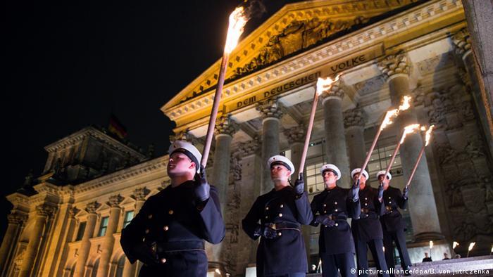Deutschland 60 Jahre Bundeswehr Zapfenstreich in Berlin