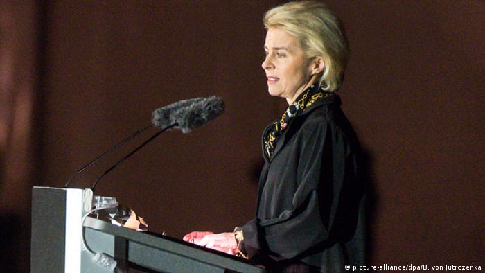 Verteidigungsminsterin Ursula von der Leyen bei einer Rede in Berlin, 11.11.2015 (Foto: dpa)