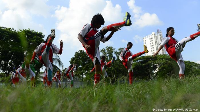 Bangladesch Mädchen Fußball Kolsindur high school Kolsindur Messi